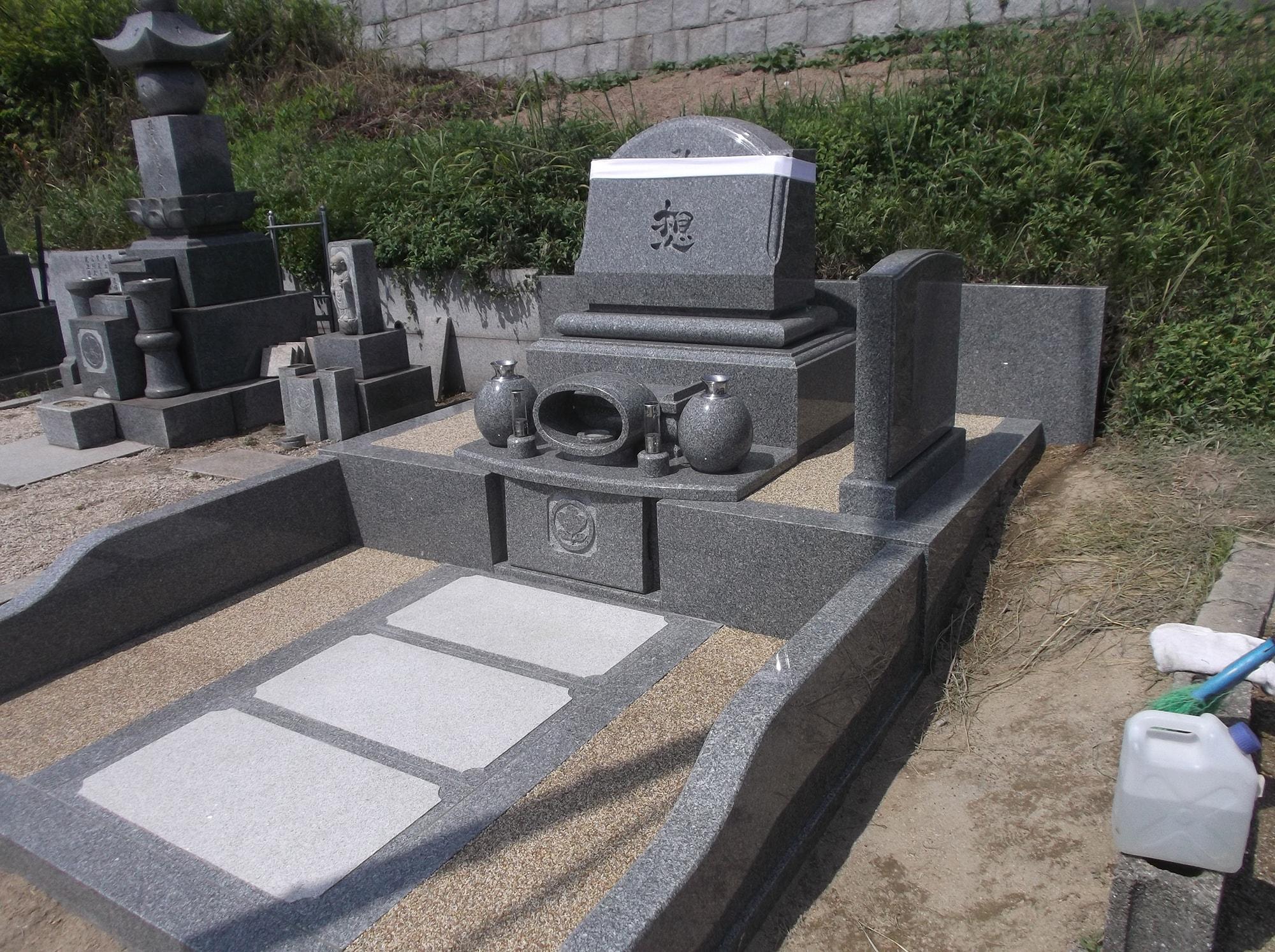 新内家の墓